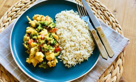 Kip madras met broccoli en paprika