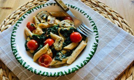 Pasta champignonsaus met kip en spinazie