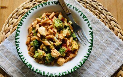 Pasta cajun met kip, broccoli en paprika